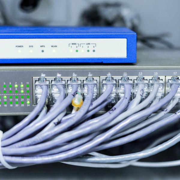 Era Hosting proveedora de servicios Hosting seguros y eficaces, incluyendo servicios de servidores en la nube, registro de dominios, alojamiento web además del mantenimiento e instalación de vuestros equipos.